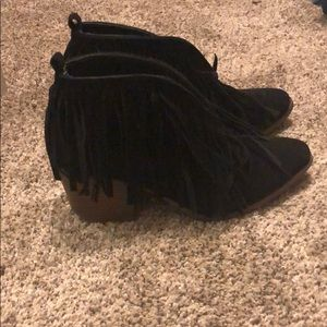 Woman's ariat fringe boots